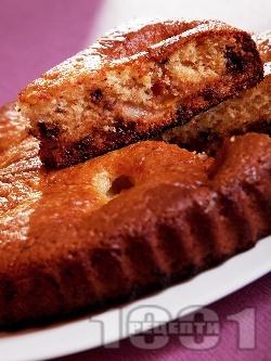 Сладкиш / кекс с праскови от компот, масло и парченца шоколад (без яйца, с кисело мляко и сода) - снимка на рецептата